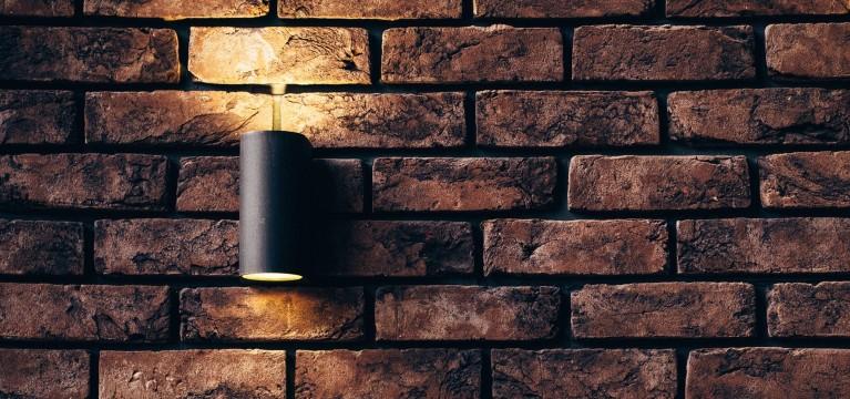 Bewegungsmelder mit Lampe