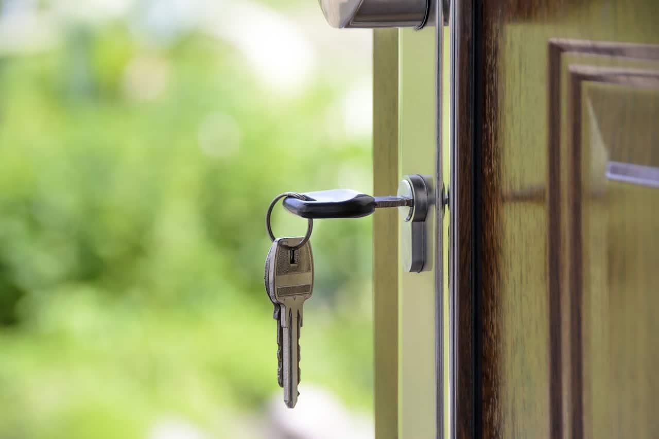Tür mit Schlüssel