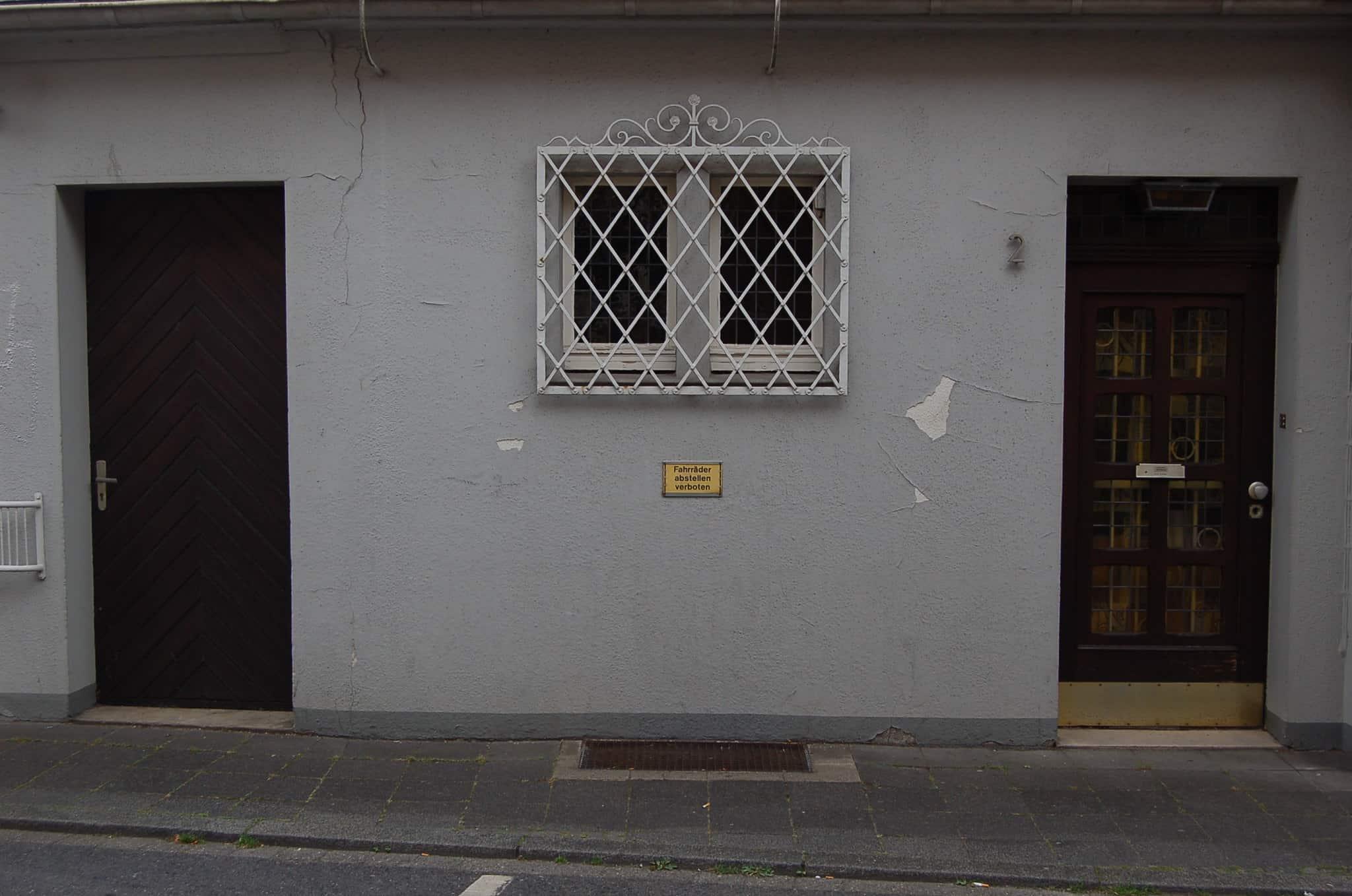 GAH-Alberts 553456 Fenstergitter Granada 790 x 1040 mm Vollmaterial f/ür die Befestigung auf der Au/ßenwand feuerverzinkt